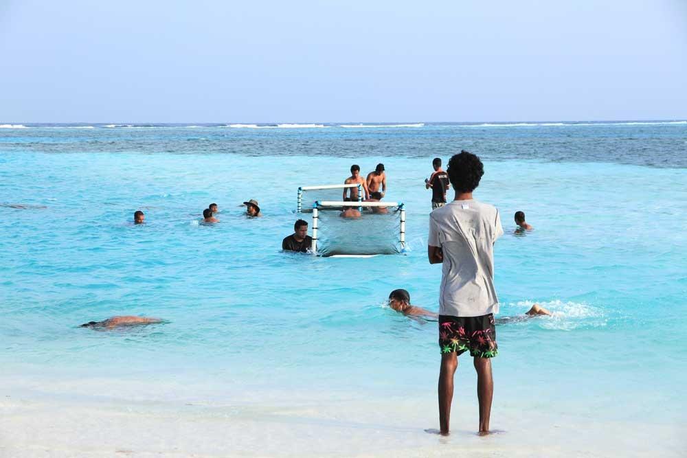 chơi bóng ở maldives