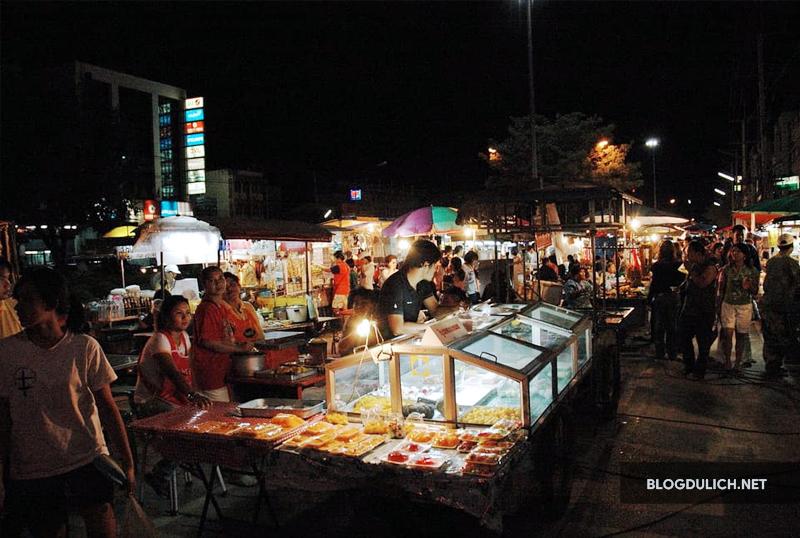 Chợ đêm Pakchong