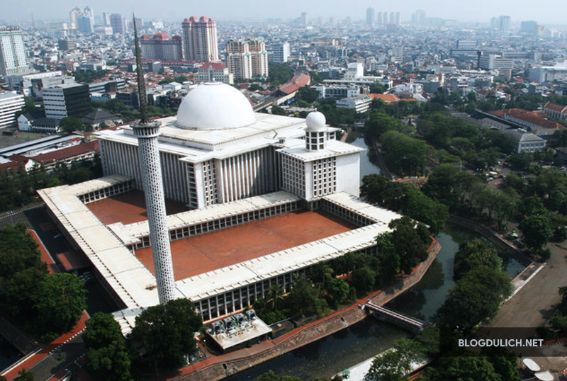 Istiqlal Mosque rất đẹp vào ban ngày