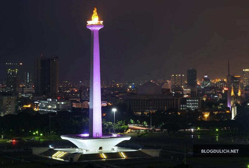 Đài tưởng niệm Monas Tower