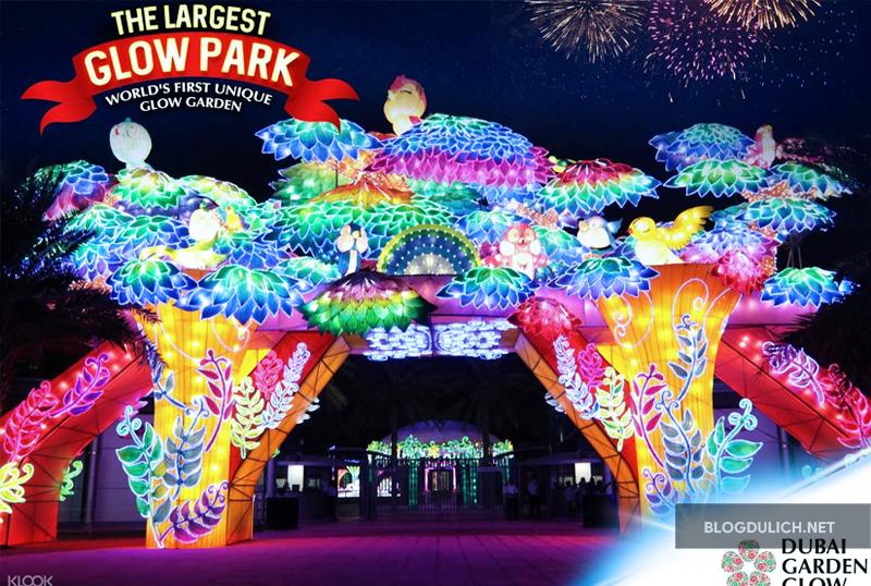 Tham quan một khu vườn được làm hoàn toàn bằng bóng đèn- Dubai Glow Garden