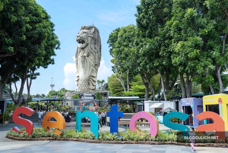 Bức tượng Merlion bự tổ chảng=))