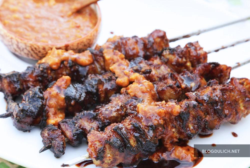 Món satay babi ( thịt heo nướng) ngon tuyệt ( dù chưa ngon bằng 1 cửa hàng ở Bali)