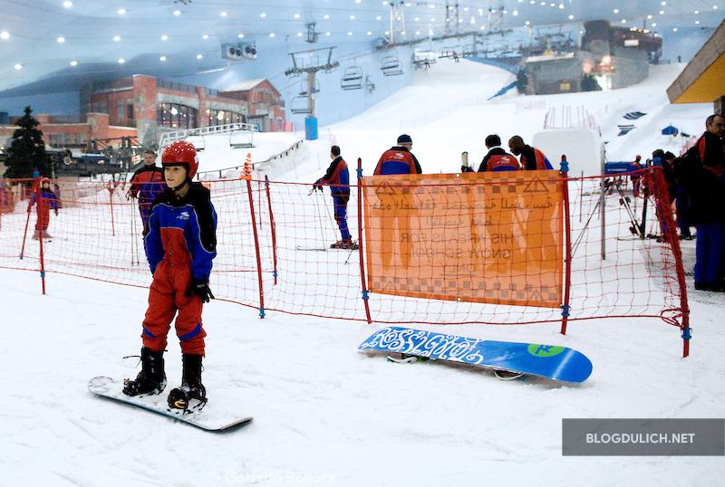 Dubai có hẳn 1 khu trượt tuyết trong nhà cực lớn